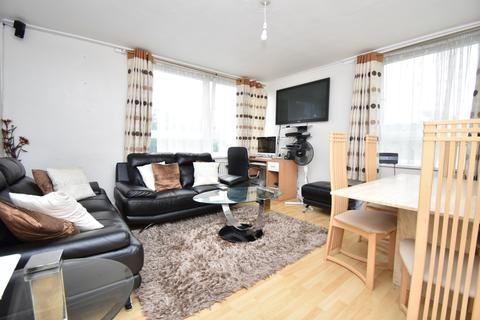 2 bedroom flat for sale - The Oaks London SE18