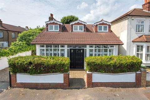 4 bedroom detached house for sale - Drummond Road, Romford, RM7
