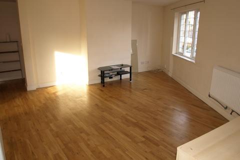 2 bedroom apartment to rent - Sailsbury Road, Farnborough, GU14