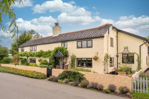 5 bedroom cottage for sale - Bedingham