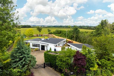 4 bedroom bungalow for sale - Marsh, Aylesbury, Buckinghamshire, HP17