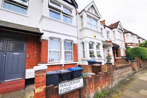 3 bedroom flat to rent - Waldemar Road, Wimbledon, London, SW19 7LJ