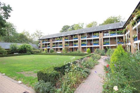 2 bedroom retirement property for sale - Emmbrook Court, Reading