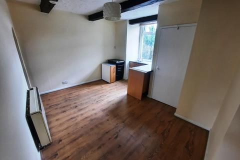 2 bedroom flat to rent - Heath Street, Golborne