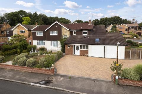 5 bedroom detached house to rent - Trapham Road, Maidstone