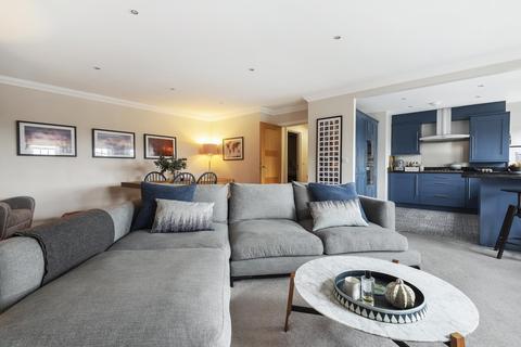 2 bedroom flat for sale - High Street, Esher, KT10