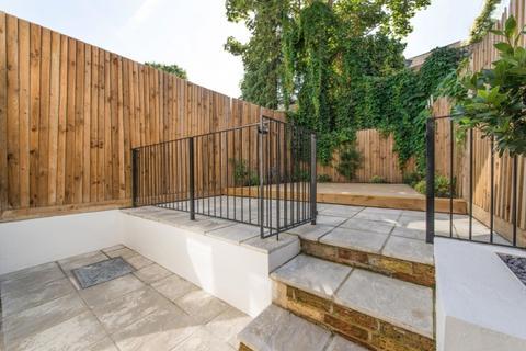 4 bedroom terraced house to rent - Calydon Road Charlton SE7