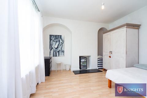 3 bedroom house for sale - White Hart Lane, London, N17