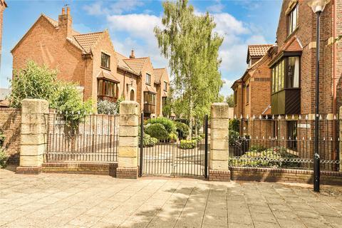 3 bedroom terraced house for sale - Dominican Walk, Eastgate, Beverley, HU17
