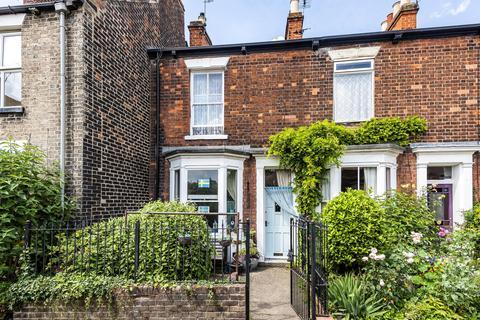 2 bedroom terraced house for sale - Wood Lane, Beverley, East Yorkshire, HU17