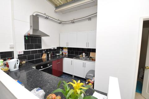 3 bedroom terraced house to rent - Stoke View Road