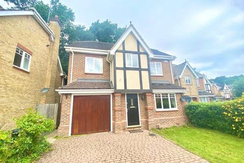 4 bedroom detached house to rent - Queens Ride, Crowthorne, Berkshire, RG45
