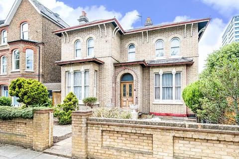 4 bedroom detached house for sale - Burlington Road, Chiswick