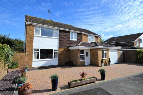 5 bedroom detached house for sale - Purbeck Close, Aylesbury, HP21