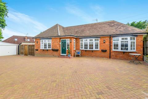 4 bedroom detached bungalow for sale - Reedham Close, St. Albans