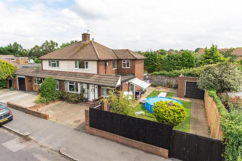 3 bedroom house for sale - Weston Avenue, West Molesey