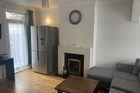 5 bedroom house to rent - Beresford Road, Walthamstow