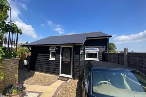 1 bedroom detached bungalow to rent - Kitchener Road, Strood, Rochester
