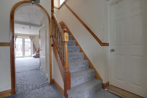 5 bedroom semi-detached house for sale - Hayes, UB4