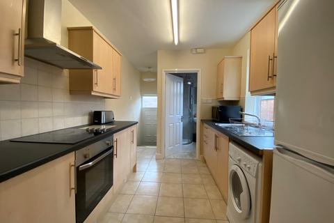 3 bedroom flat to rent - Hazlewood Avenue, Jesmond, Newcastle upon Tyne NE2