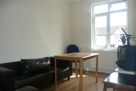 2 bedroom flat to rent - Aldborough Road South, Seven Kings, Ilford IG3