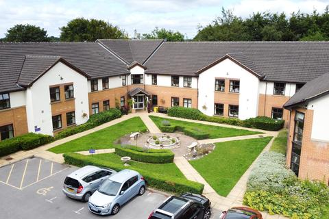 2 bedroom flat for sale - Trinity Court, Brackenwood Drive, Leeds, LS8