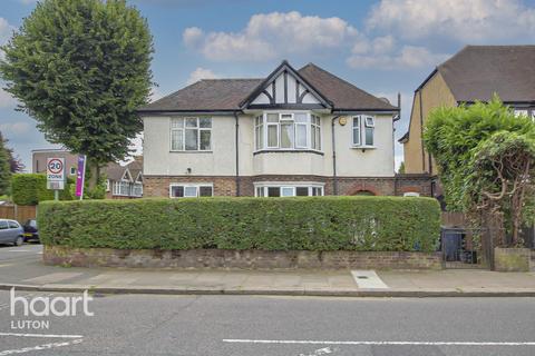 4 bedroom detached house for sale - Montrose Avenue, Luton