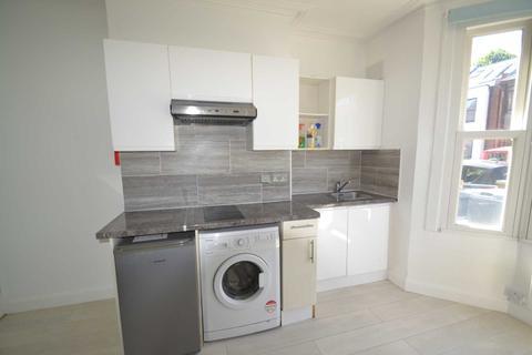 Studio to rent - Whitestile Road, Brentford