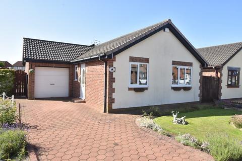 2 bedroom detached bungalow for sale - Fareham Grove, Harden Park