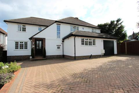 4 bedroom detached house for sale - Shawley Way, Epsom Downs