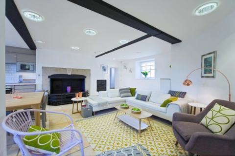 2 bedroom apartment to rent - Hampton Court Road, East Molesey