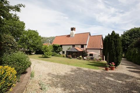4 bedroom farm house for sale - The Street, Ringland