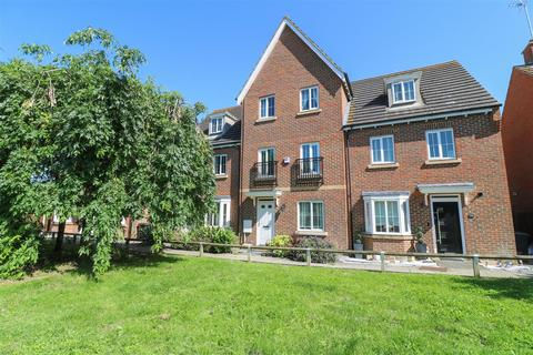 4 bedroom townhouse for sale - Epping Way, Witham
