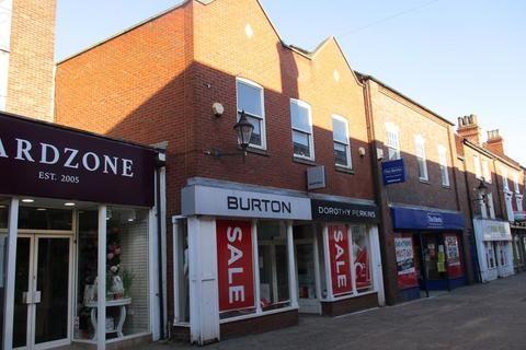 Shop to rent - 10 Carolgate, Retford, Nottinghamshire, DN22 6BU