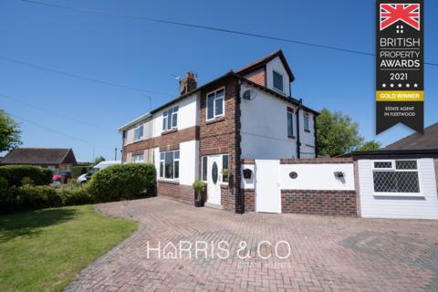 4 bedroom semi-detached house for sale - The Crescent, Fleetwood, Lancashire, FY7