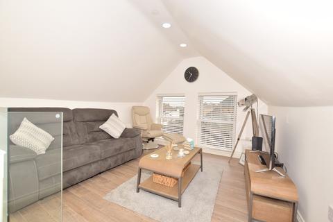 1 bedroom apartment to rent - Yattendon Road Horley RH6
