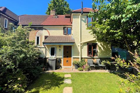 4 bedroom semi-detached house to rent - Mascalls Road, Charlton, London