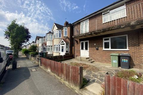2 bedroom flat to rent - Coolgardie Avenue, Highams Park, E4