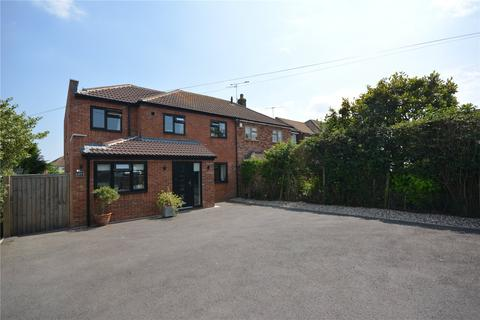 4 bedroom semi-detached house to rent - Hunts Drive, Writtle, CM1