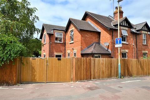 4 bedroom semi-detached house to rent - Hatherley Lane, Hatherley, Cheltenham, GL51 6SH