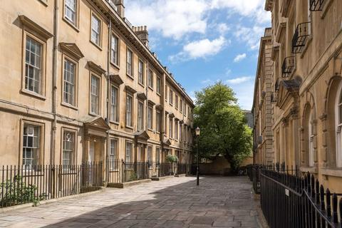 6 bedroom house to rent - North Parade Buildings