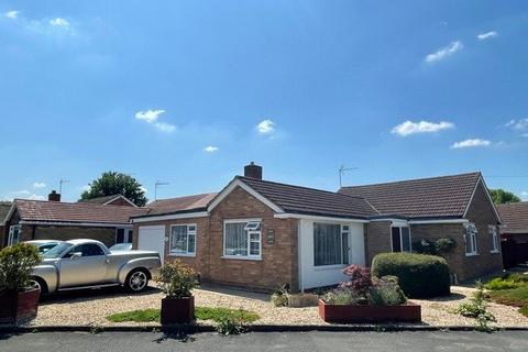 3 bedroom bungalow for sale - Colerne Drive, Hucclecote, Gloucester, GL3
