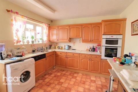 2 bedroom bungalow for sale - Charlton Lane, Maidstone