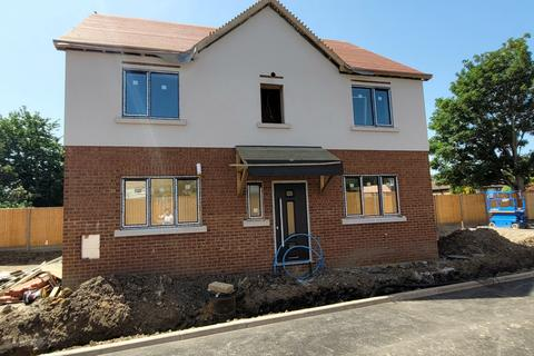 4 bedroom detached house for sale - West Way, Hounslow, Greater London, TW5