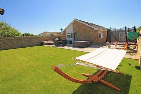 3 bedroom detached bungalow for sale - Cheal Close, Shoreham-by-Sea