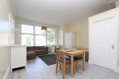 Studio to rent - Princes Avenue, Muswell Hill