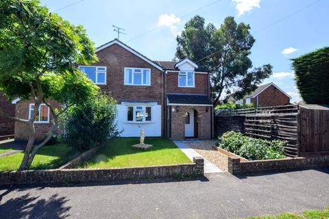 3 bedroom semi-detached house for sale - Wymering Road, Aylesbury