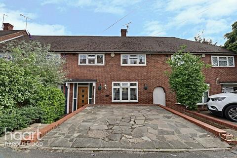 3 bedroom terraced house for sale - Aylsham Lane, Romford