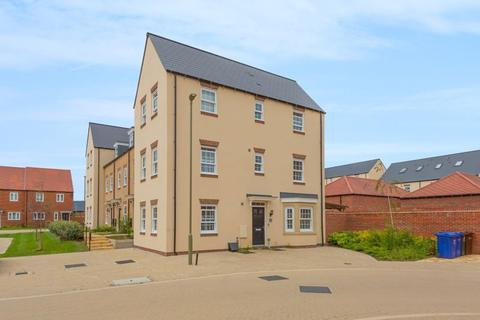 4 bedroom house for sale - Pioneer Way, Bicester