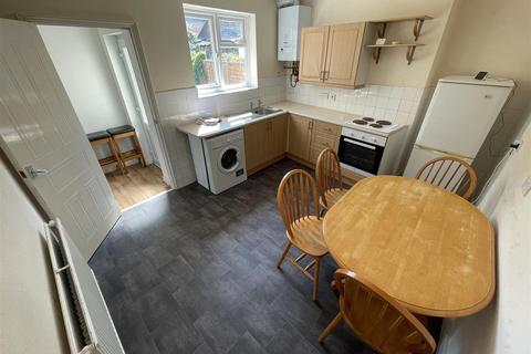 3 bedroom flat to rent - Shanklin Road, Brighton